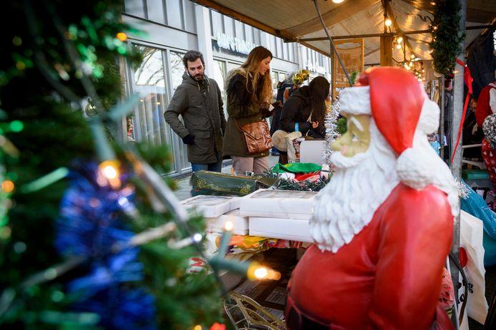 Grootste kerstmarkt van Eindhoven, De gehele Edisonstraat wordt ingenomen door een winterse braderie en op het Edisonplein staat een kinderkermis met diverse gratis attracties