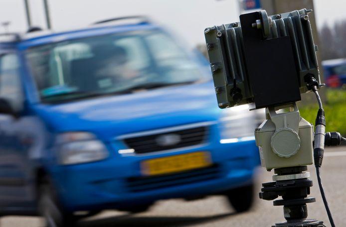 Er wordt de komende week een groot kentekenonderzoek uitgevoerd in de gemeente Hellendoorn. Hiervoor zijn inmiddels 16 camera's geplaatst.