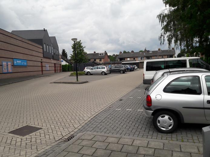 Het parkeerterrein achter Albert Heijn Westerik in het centrum van Beekbergen