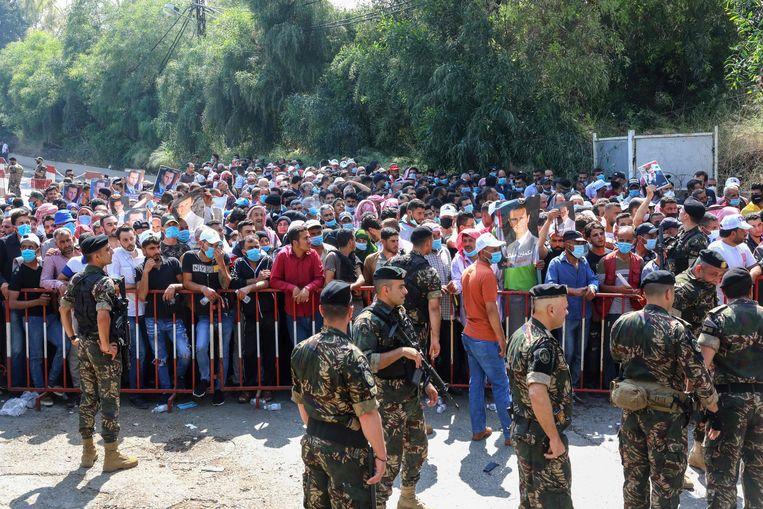 Syrische vluchtelingen in Libanon in de rij om te stemmen bij de Syrische ambassade in Beiroet. Beeld AFP