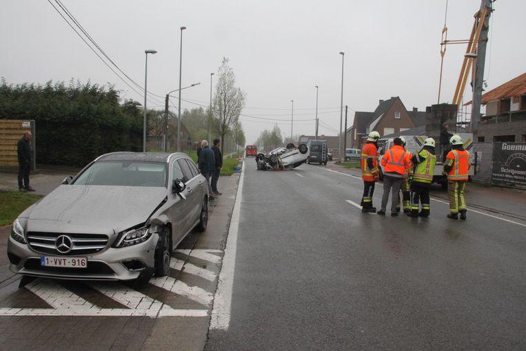 Een auto die uit de andere richting kwam, werd ook geraakt.