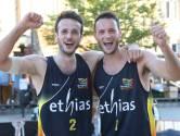 """Gilles (Caruur Gent) en Louis Vandecaveye winnen openingmanche BK beachvolleybal in Ieper: """"Onwaarschijnlijke finale"""""""