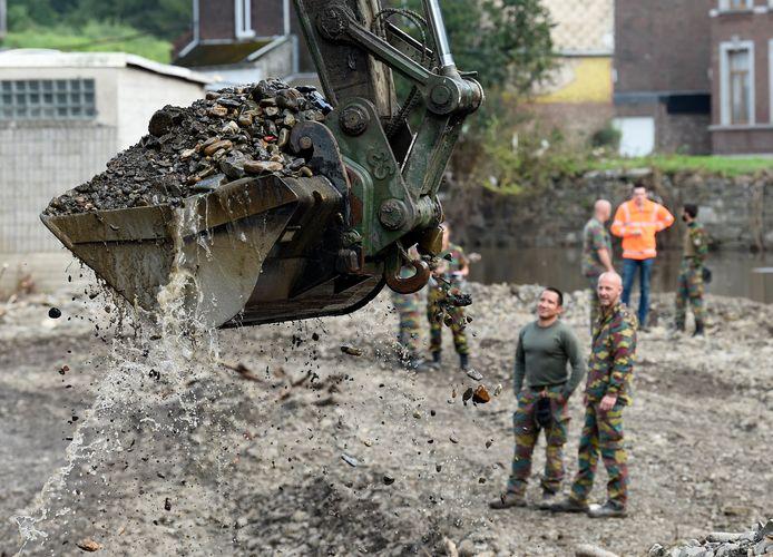 Het leger aan het werk in Chaudfontaine.