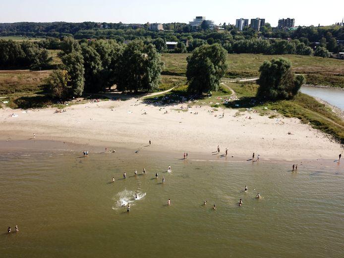 De strandjes in de Stadswaard ten Oosten van Nijmegen.