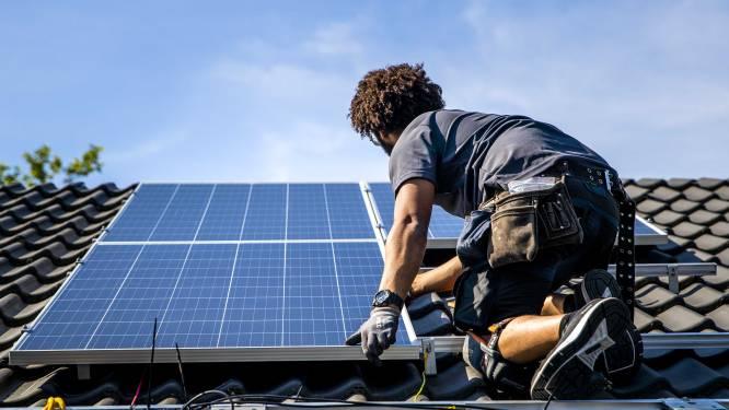 Zal rekening voor eigenaars van zonnepanelen serieus oplopen? Grondwettelijk Hof buigt zich over terugdraaiende teller