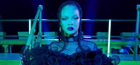 """Accusée de blasphème suite à son défilé de lingerie, Rihanna s'excuse: """"C'était irresponsable"""""""