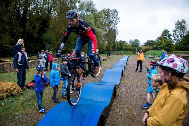 BMX'er Joost Wichman leeft zich uit in Ten Duinen.
