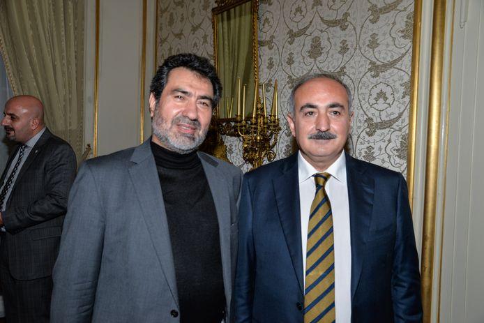 Rechts op de foto: Sadik Arslan, de Turkse ambassadeur in Den Haag.
