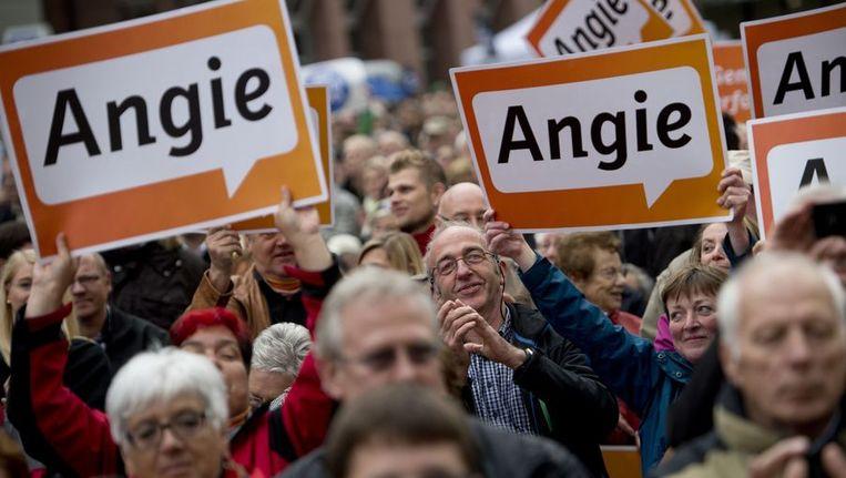 Supporters van de Duitse Bondskanselier Angela Merkel. Beeld afp