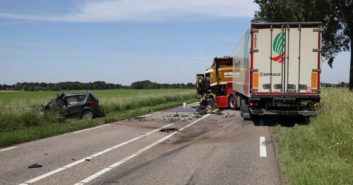 Automobilist overlijdt bij zwaar ongeluk met vrachtwagen in Herpen.