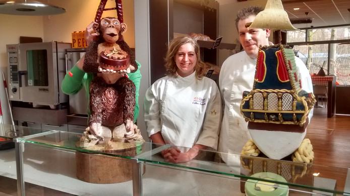Esther Faasen en Marco Reijnen bij hun winnende creaties op de Plaza van Vakschool Wageningen