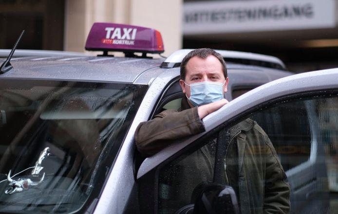 Taxichauffeur Michiel Vantomme (Vlaamse Taxi Centrale) uit Kortrijk beleefde een hachelijk avontuur in het Noord-Franse Roubaix.