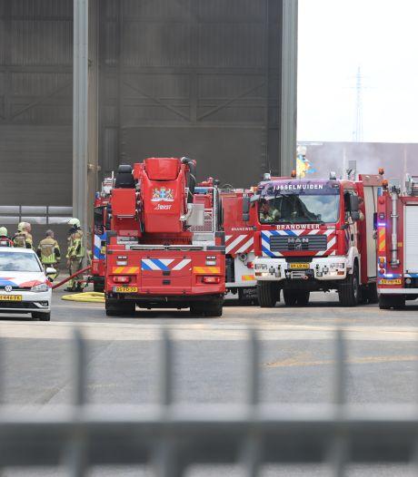 Brandweer rukt groots uit op industrieterrein in Kampen