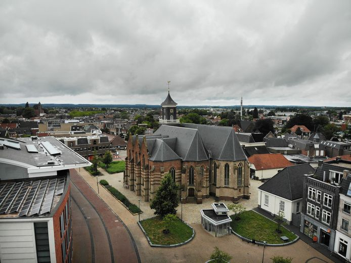 De hervormde dominee Piet van 't Hof wordt op zondag 23 mei bevestigd in de Schildkerk als de nieuwe predikant van wijk 4.