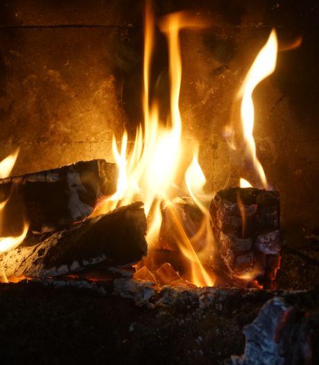 Stikstofstrijder Vollenbroek bindt strijd aan met houtkachels: 'Bewezen ongezond'