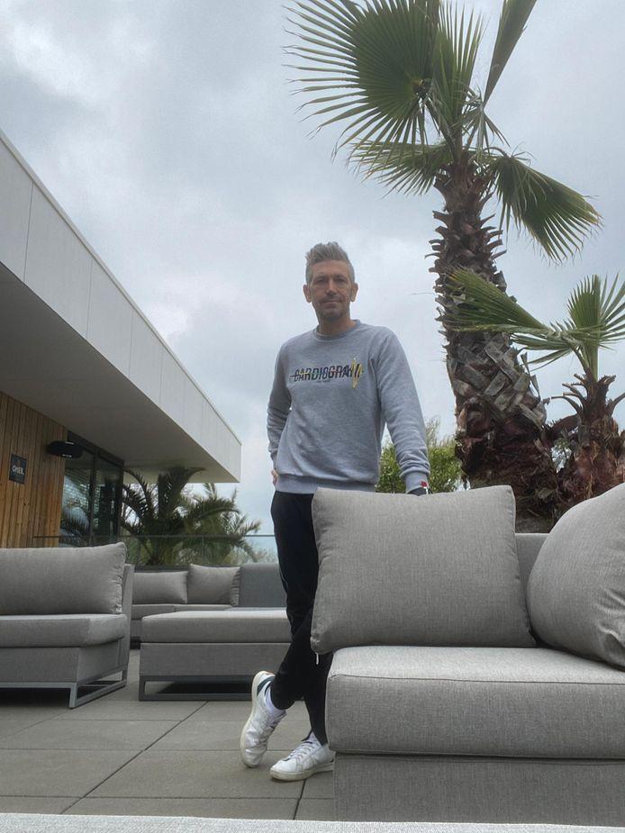Wim Michiels op het nieuwe loungeterras van Eetcafé Velo