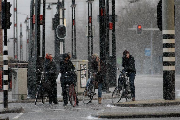 Amsterdammers krijgen zondag te maken met hagel en onweer. Beeld ANP