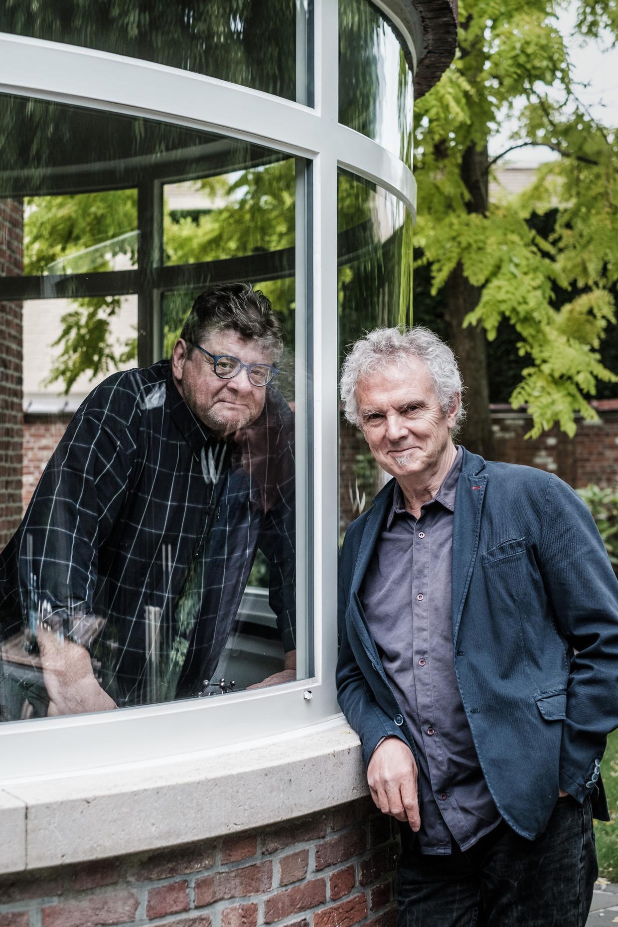 20200522 Turnhout Belgie, Louis Van Dievel en Jan Van Duppen. Louis Van Dievel brengt het boek uit 'De dokter is uw kameraad niet. Uit het leven van Guust Van Mol'. Ducufictie over het leven van Jan Van Duppen. Beeld Bob Van Mol