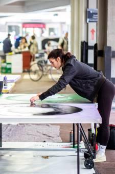 Janneke Wing beschilderde met 19 andere kunstenaars pingpongtafels: 'Er is al op getafeltennist'