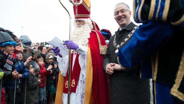 Sinterklaas en burgemeester Aboutaleb vorig jaar tijdens de intocht in Rotterdam. Beeld ANP