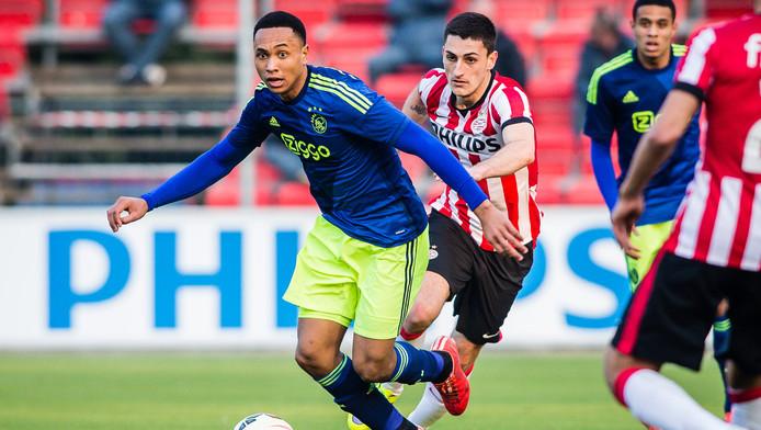 Beeld uit het duel tussen Jong PSV en Jong Ajax, april dit jaar.