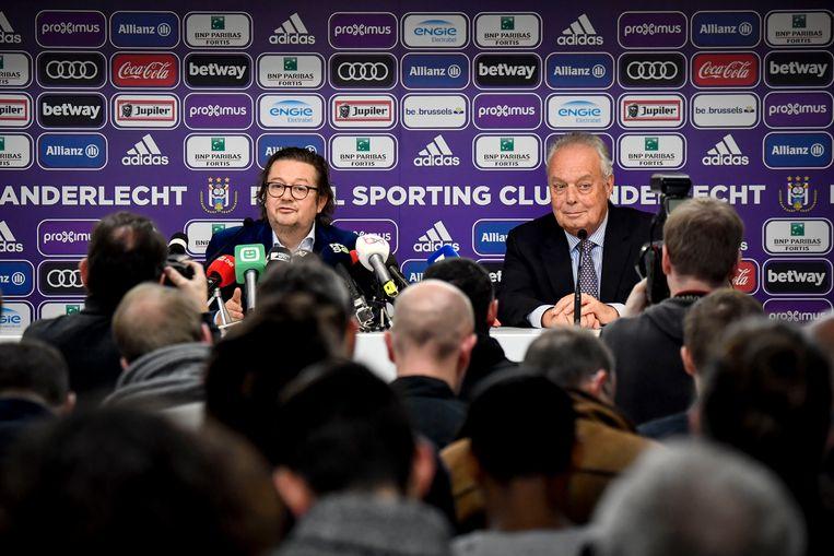 Marc Coucke en Anderlecht-voorzitter Roger Vanden Stock. De enige echte reden voor de snelle verkoop van Anderlecht: finaal koos men voor het geld. Beeld BELGA