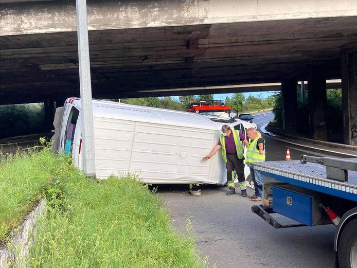 Ongeval Knooppunt Zwijnaarde op de aansluiting van E40 vanuit Brussel naar E17 richting Kortrijk.