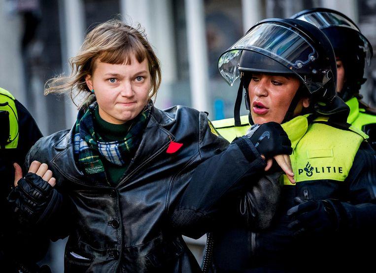 De politie treedt op bij de bezetting van het P.C. Hoofthuis in september. Beeld anp