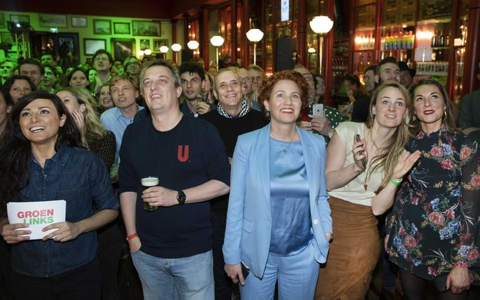 Kamerlid Kathalijne Buitenweg (M) van GroenLinks kijkt in Utrecht naar de exitpolls tijdens de uitslagenavond van de Provinciale Staten- en Waterschapsverkiezingen. ANP PIROSCHKA VAN DE WOUW