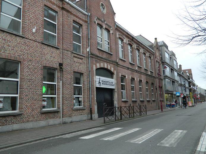 De oude Academie is uitgeleefd en wordt gesloopt. Er komt een ondergrondse parking en groenpark in de plaats.
