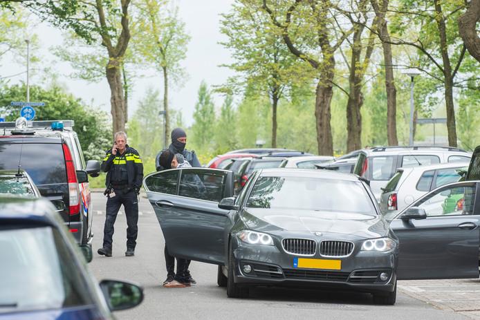 De politie arresteerde de man aan de Dommeringdreef