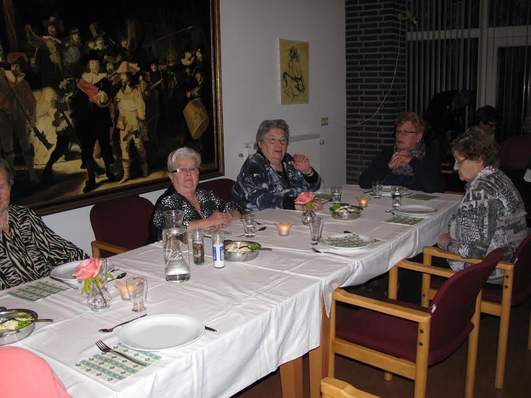 Seniorencomplex Rietstok stroomt langzaamaan vol voor het allereerste etentje van Leefbaarheidsgroep Gemonde.