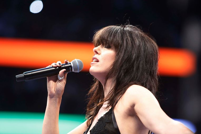 Boxing - Floyd Mayweather Jr. vs Conor McGregor - Las Vegas, USA - August 26, 2017  Imelda May sings the national anthem before the fight REUTERS/Steve Marcus Beeld REUTERS