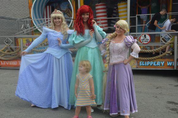 De prinsessen gingen vaak op de foto.