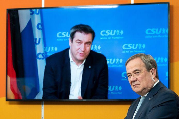 De nieuwe CDU-voorzitter Armin Laschet (r) bespreekt maandag met Markus Söder van de Beierse zusterpartij CSU wie van hen kandidaat wordt voor de opvolging van bondskanselier Merkel.