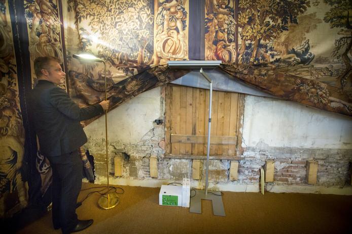 Achterstallig onderhoud bij het Binnenhof-complex. Het Binnenhof moet ruim vijf jaar dicht voor een opknapbeurt.