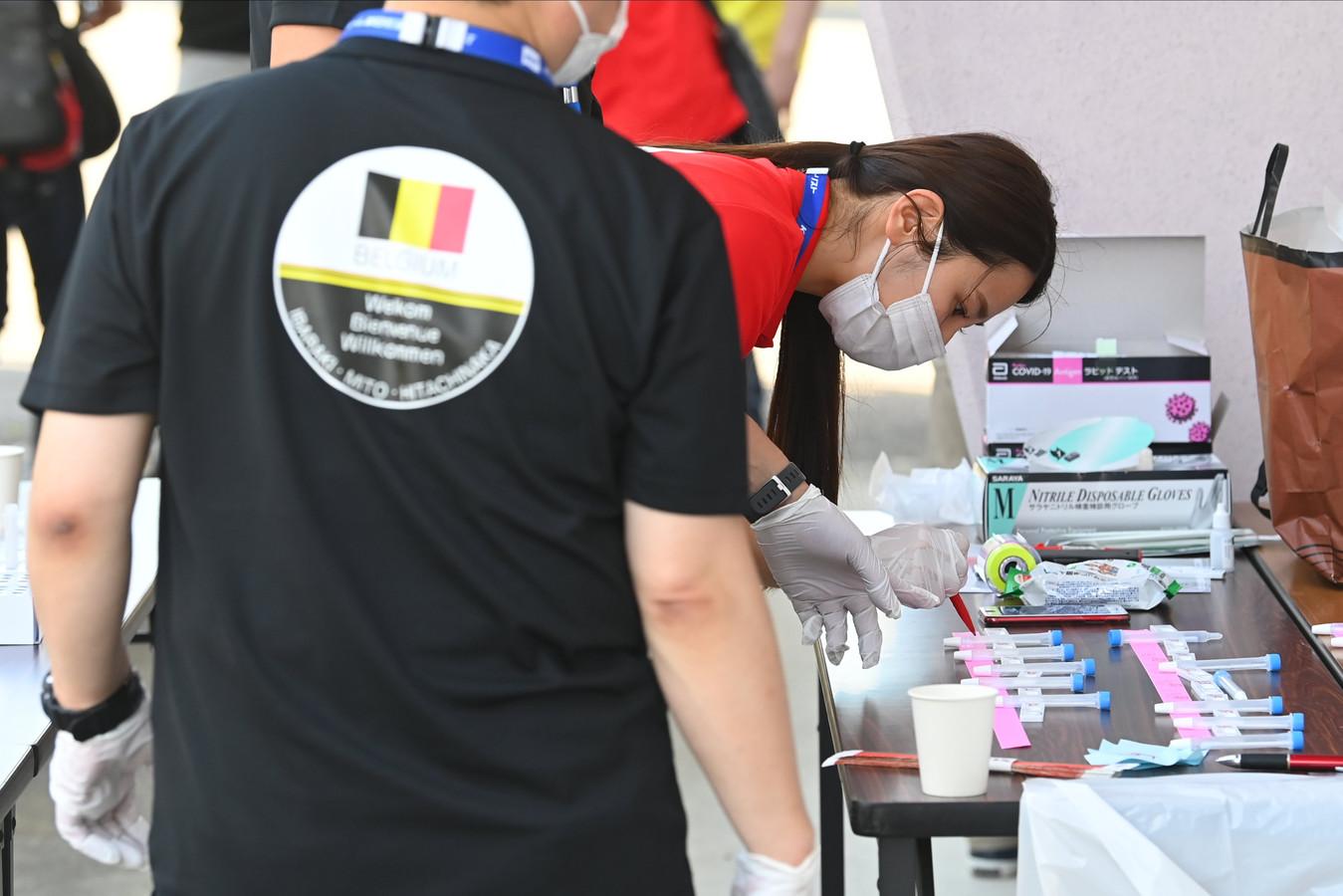 Beeld van Covid-testing in het base camp van Team Belgium in Mito.