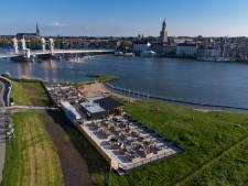 Nieuw strandpaviljoen in Kampen weet nog niet of het mag blijven: 'Argumenten tegenstanders stellen geen reet voor'