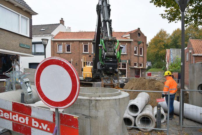 De kruising van de Grote Bagijnestraat, Nieuweweg en Schuttershof is dicht. Er wordt hard gewerkt in de straten rond de Graauwse Poort. De straten krijgen nieuwe riolering en worden heringericht.