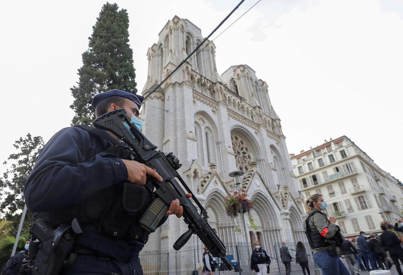 Politiebewaking bij de Notre Dame in Nice.