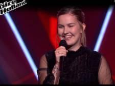 Massale steun voor Emma (16) uit Almelo in liveshow The Voice: 'Met vijftig man naar de studio'