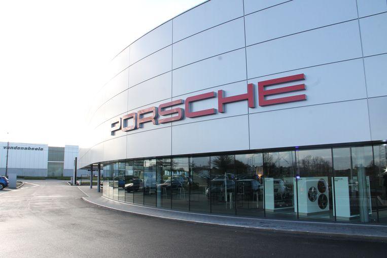 De nieuwe Porsche-garage en showroom in Ingelmunster.