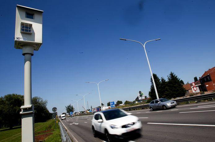 Een flitspaal op de A12 tussen Brussel en Antwerpen.