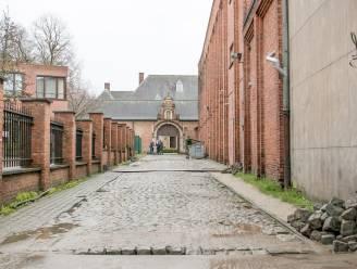 """""""Waardige toegangsweg naar erfgoedsite"""": vernieuwing voor kasseiweg naar dekenij"""