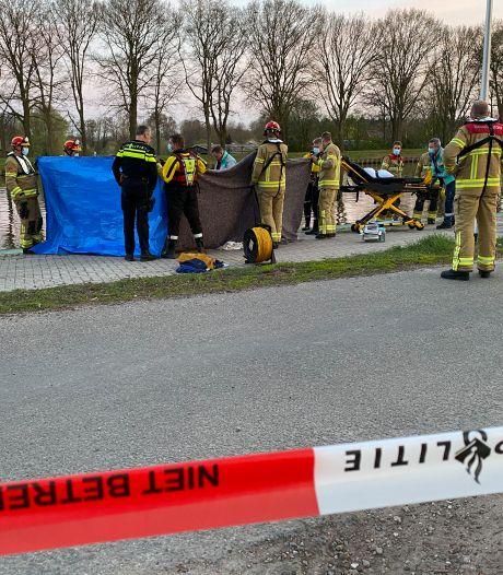 Man met spoed naar ziekenhuis na redding uit het Twentekanaal bij Eefde