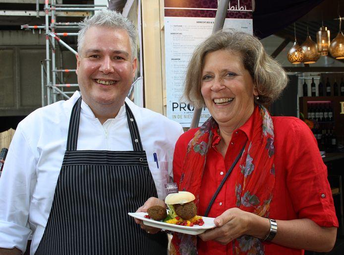 Chef-kok Joost van Veen (Habibi) en gast Fenna van Tol.