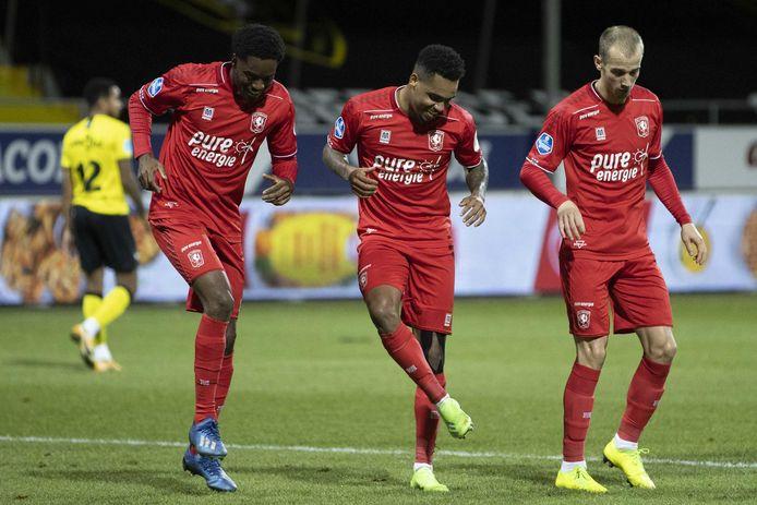 De drie musketiers van FC Twente dansen na weer een doelpunt: Menig, Danilo en Cerny.