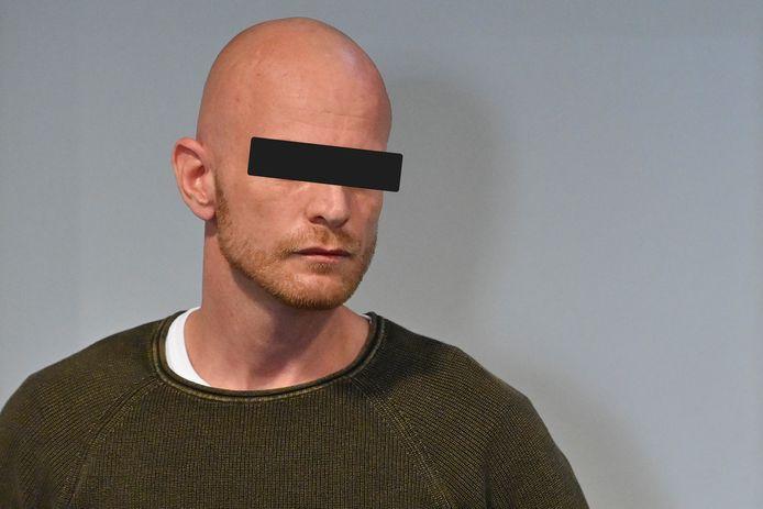"""""""Het mag een wonder heten dat Bart Teichmann het nog 24 uur uitgehouden heeft."""" Dokter Werner Jacobs gaf samen met andere deskundigen vandaag verslag van zijn bevindingen in de zaak Dimitri Gorris"""