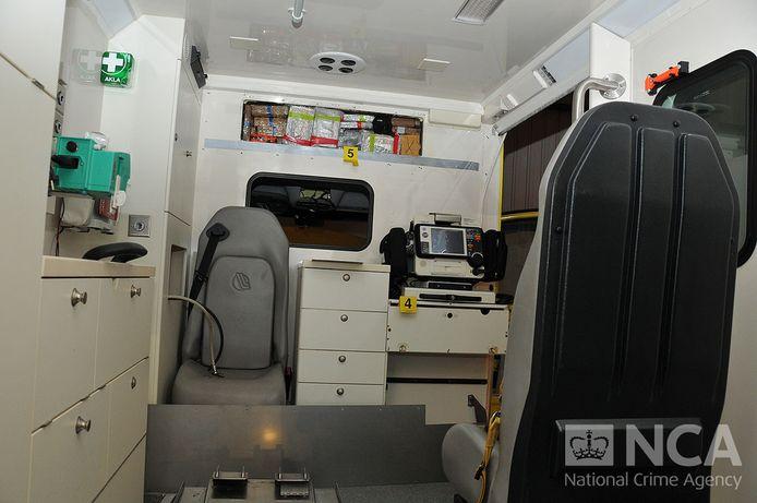 Het interieur van de ambulance