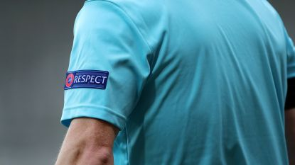 Bizarre blessure in provinciaal voetbal: speler loopt tegen 'signaalontvanger' ref en breekt neus